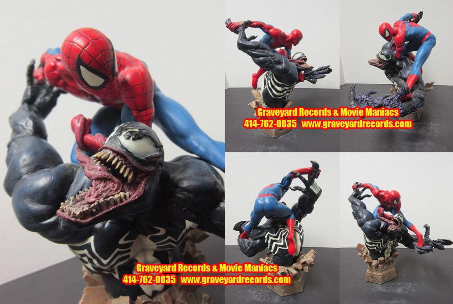 Spiderman Vs Venom Statue