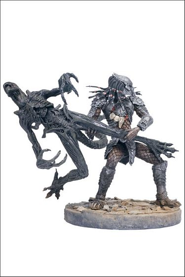 "8"" McFarlane Toys AvP Series 2: Celtic Predator Throws Alien"